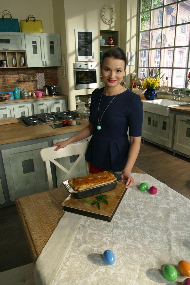 Ania Starmach prezentuje ciasto francuskie z farszem mięsnym